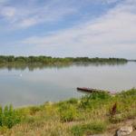 Село Верх-Обское находится в том месте, где сливаются Бия и Катунь и образуется Обь.